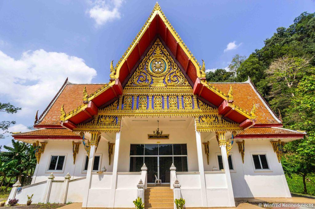 Buddhist temple at Wat Koh Wanararm, Langkawi, Malaysia.